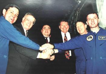 А.И. Киселев с космонавтами перед отлетом на космодром Байконур